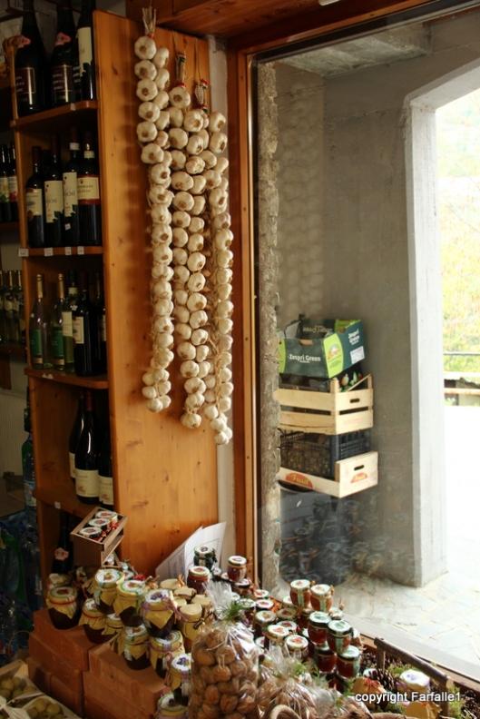 garlic in market