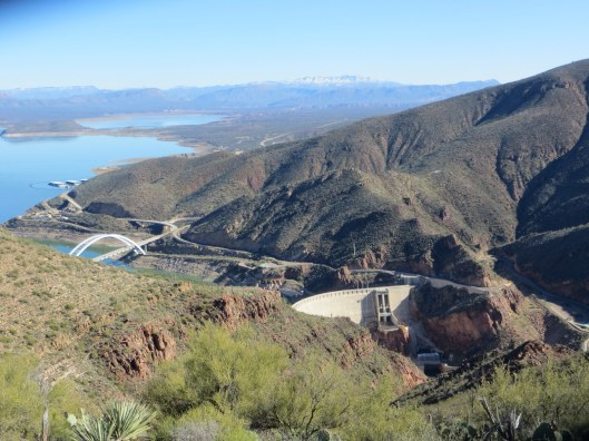 Vinyard trail with Elly Roosevelt dam, bridge, lake